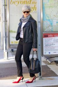 mujer de cincuentas a la moda